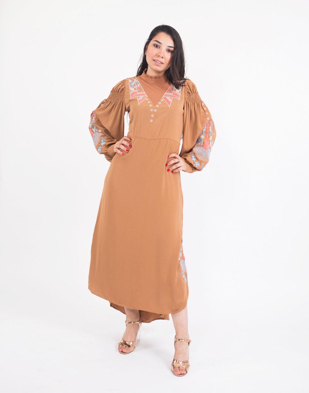 robe jour camel, brodÇ main 69